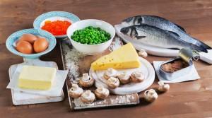 Wichtige Lebensmittel zur zusätzlichen Vitamin-D-Aufnahme sind vor allem sogenannte Fettfische, Eier und einige Pilze und Milchprodukte.